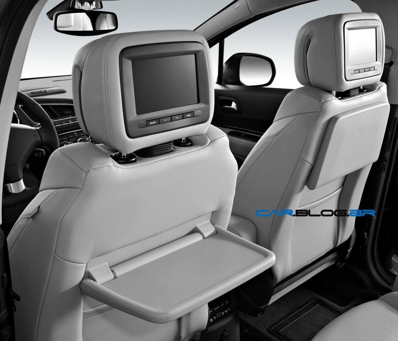 Minivan peugeot 5008 de 7 lugares chega em outubro car for Interieur 807 8 places