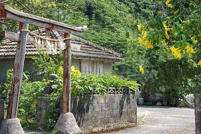 wooden gate, torii, Kanemaru, Ginama