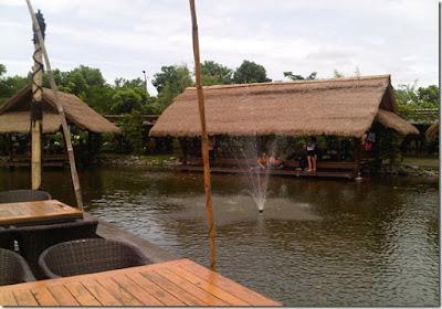 Makan Enak di Talaga Sampireun Bintaro..Pecah!