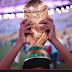 Niño peruano alza la copa del mundo