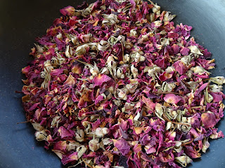 Pistachio & cardamom cake with rose petals