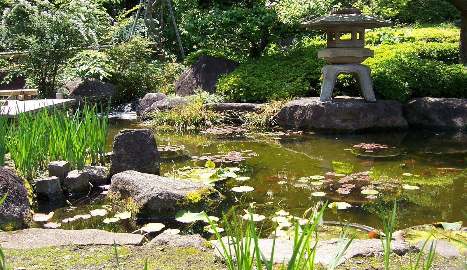 decorar jardines verdes con feng shui jard n feng shui. Black Bedroom Furniture Sets. Home Design Ideas