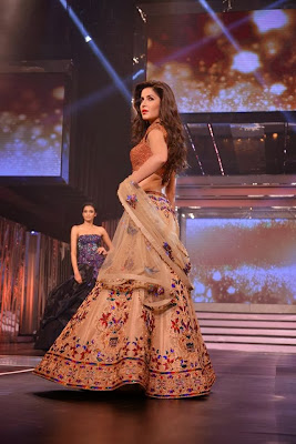 Katrina Kaif Sizzling walk on the ramp at YashRaj Tribute event