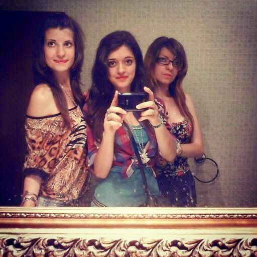 Con unas amigas... :3