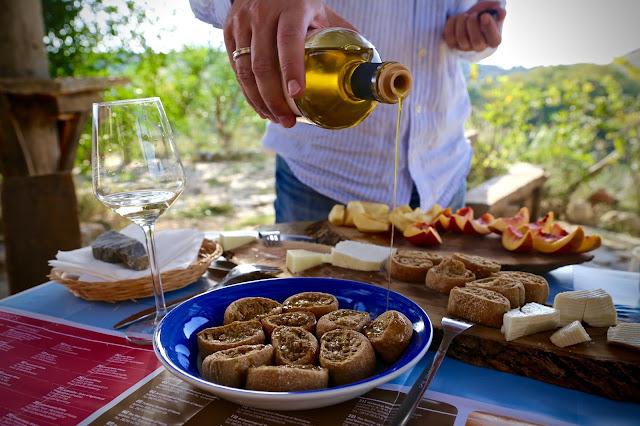Cretan olive oil, cretan rusks, cretan wine