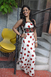 Iniya At Mouna Guru Press Meet %2813%29.jpg