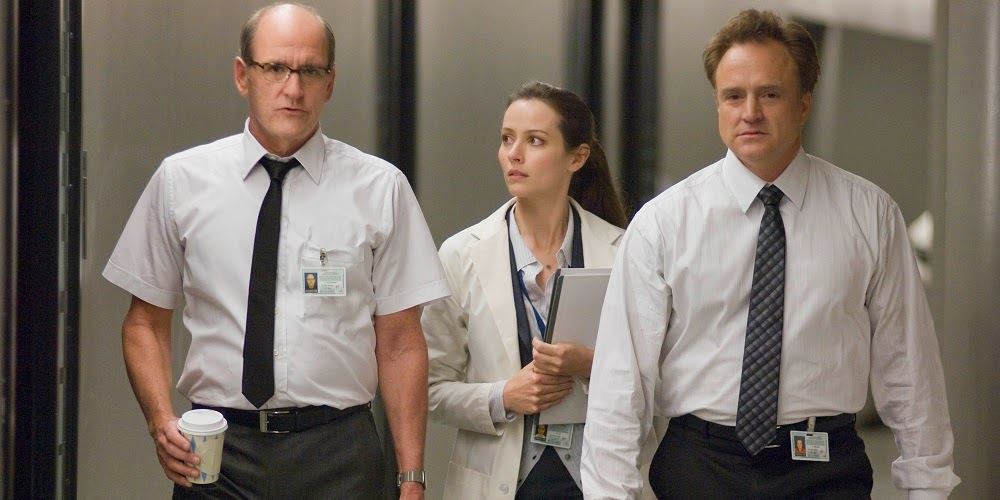 Richard Jenkins, Amy Acker e Bradley Whitford em O SEGREDO DA CABANA (The Cabin in the Woods)