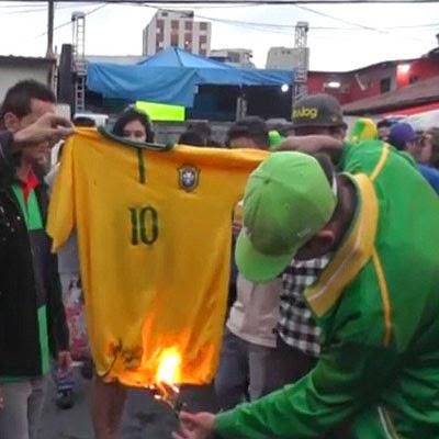 Kalah 7-1 Fans Brasil Bakar Kaos Neymar