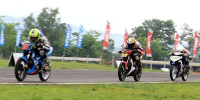 Suzuki Satria FU, Yamaha MX King, Honda Sonic, Adu Cepat Di IRRC Seri Terakhir