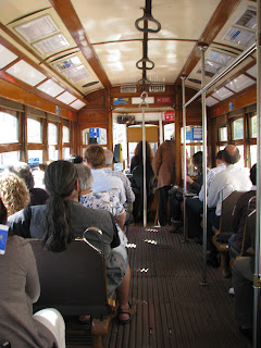 Interior del tranvía 28 de Lisboa