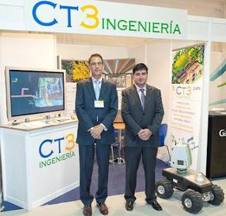 Francisco Sarti (Director Técnico ) y Raúl Rodríguez (Responsable de CT3 Béjar) en la presentación de los desarrollos informáticos y de robótica de CT3 en Congreso Anual de la  Sociedad Nuclear Española.