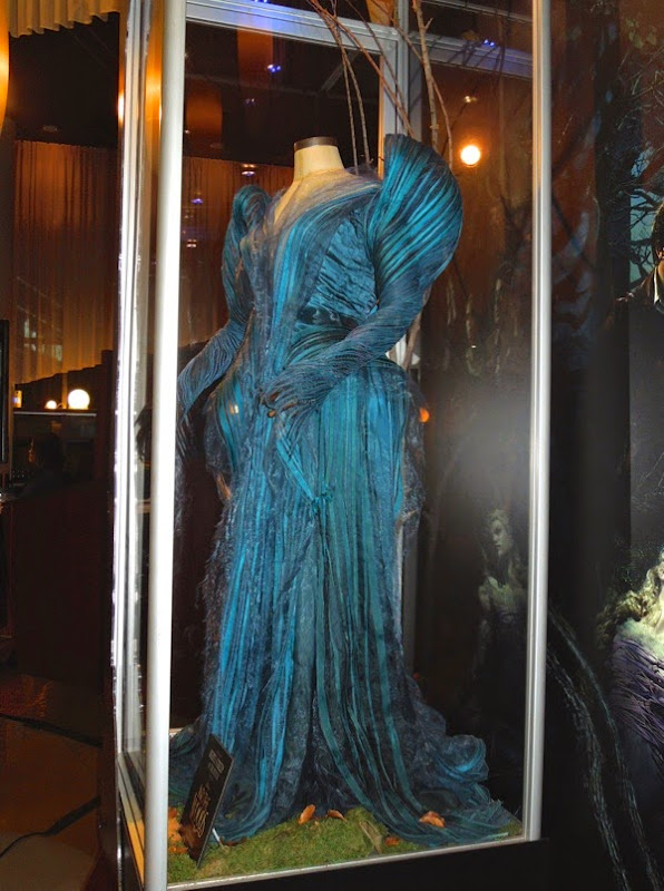 Meryl Streep blue Witch gown Into the Woods