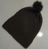czapka z pomponem na drutach