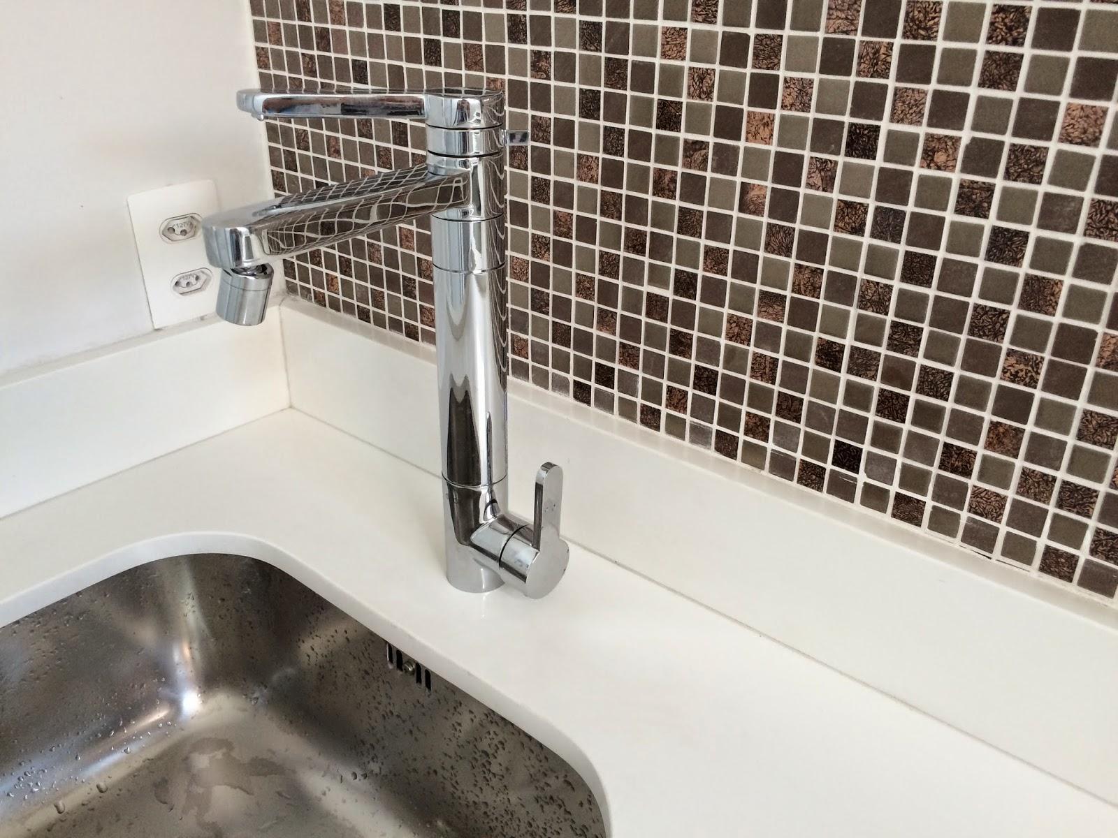 Apê 114: Torneira da cozinha instalada! #41342C 1600 1200