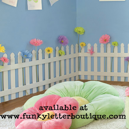 The funky letter boutique decorating a trendy garden for Garden bedroom decor