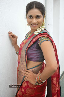 Actress-Srisri-Stills-in-Saree-at-Broker-2-Movie-Shooting-Spot