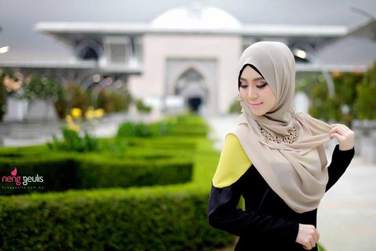 Foto cun Raisyyah Rania bertudung - model muslimah bangsa cina