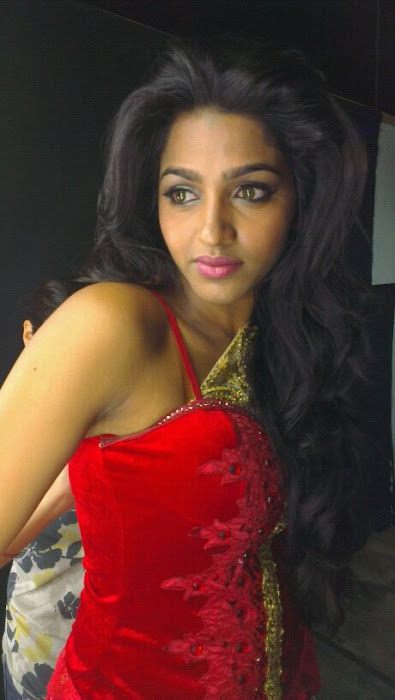 dhanshika unseen spicy hot photoshoot
