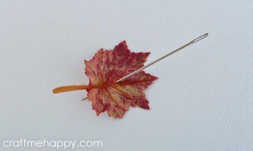 how to make a compass with a needle and leaf