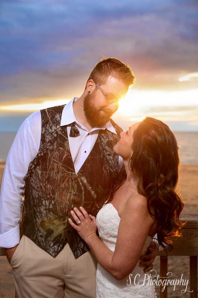 sunset bride and groom photo beach