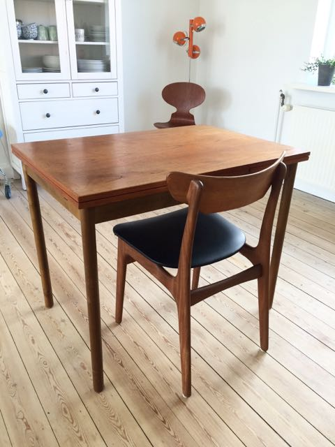 Retro furniture: lille teak spisebord med udtræk