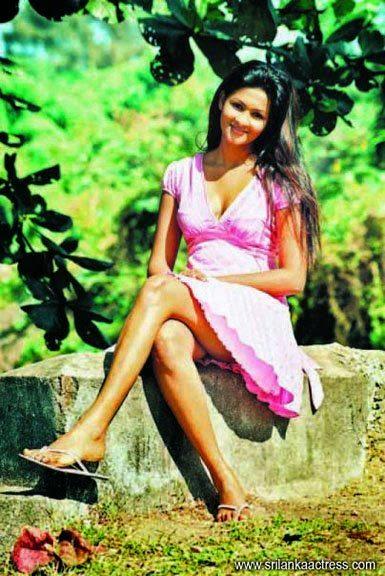 Piumi Purasinghe pink gala