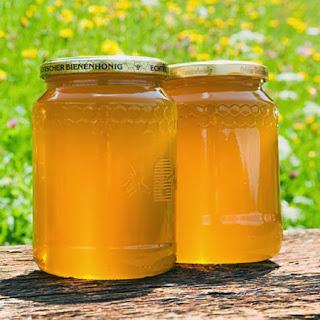 Công dụng trị mụn từ mật ong
