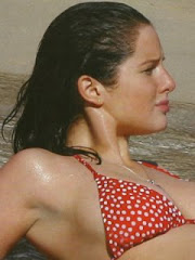 Red bikini (4/4)