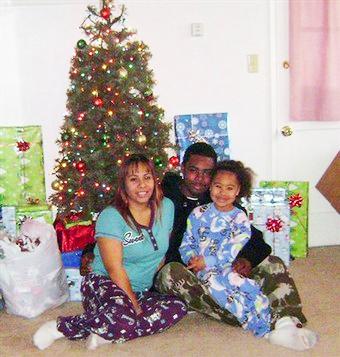 oscar-grant-sophina-mesa-tatiana-grant-family-christmas.jpg