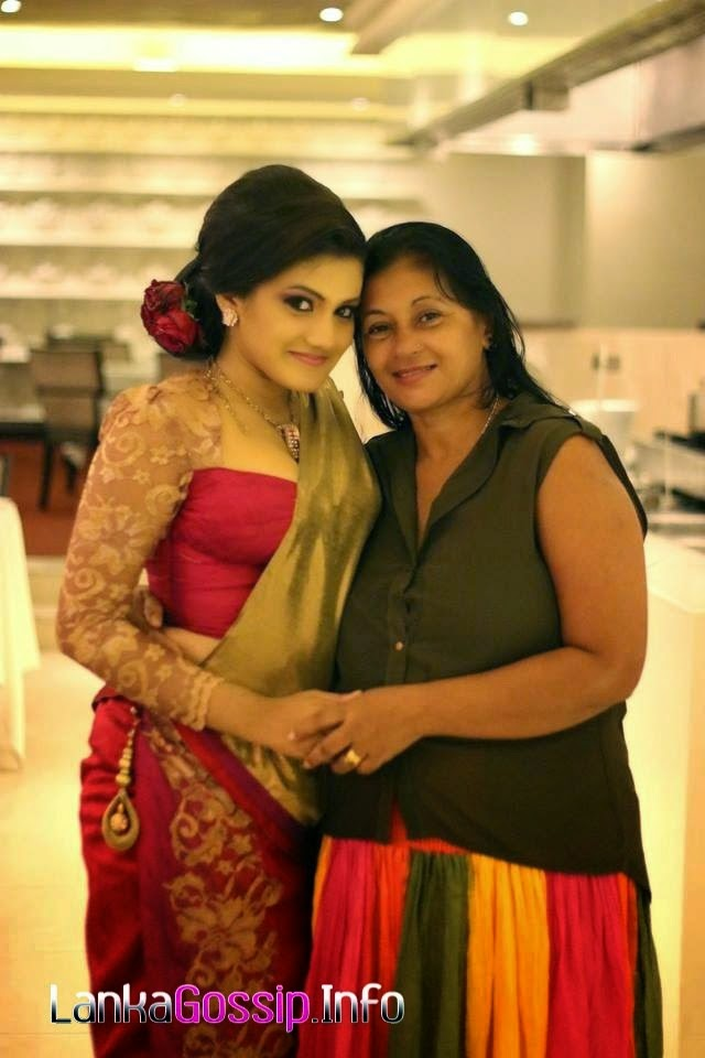 Shanudri Priyasad with mom