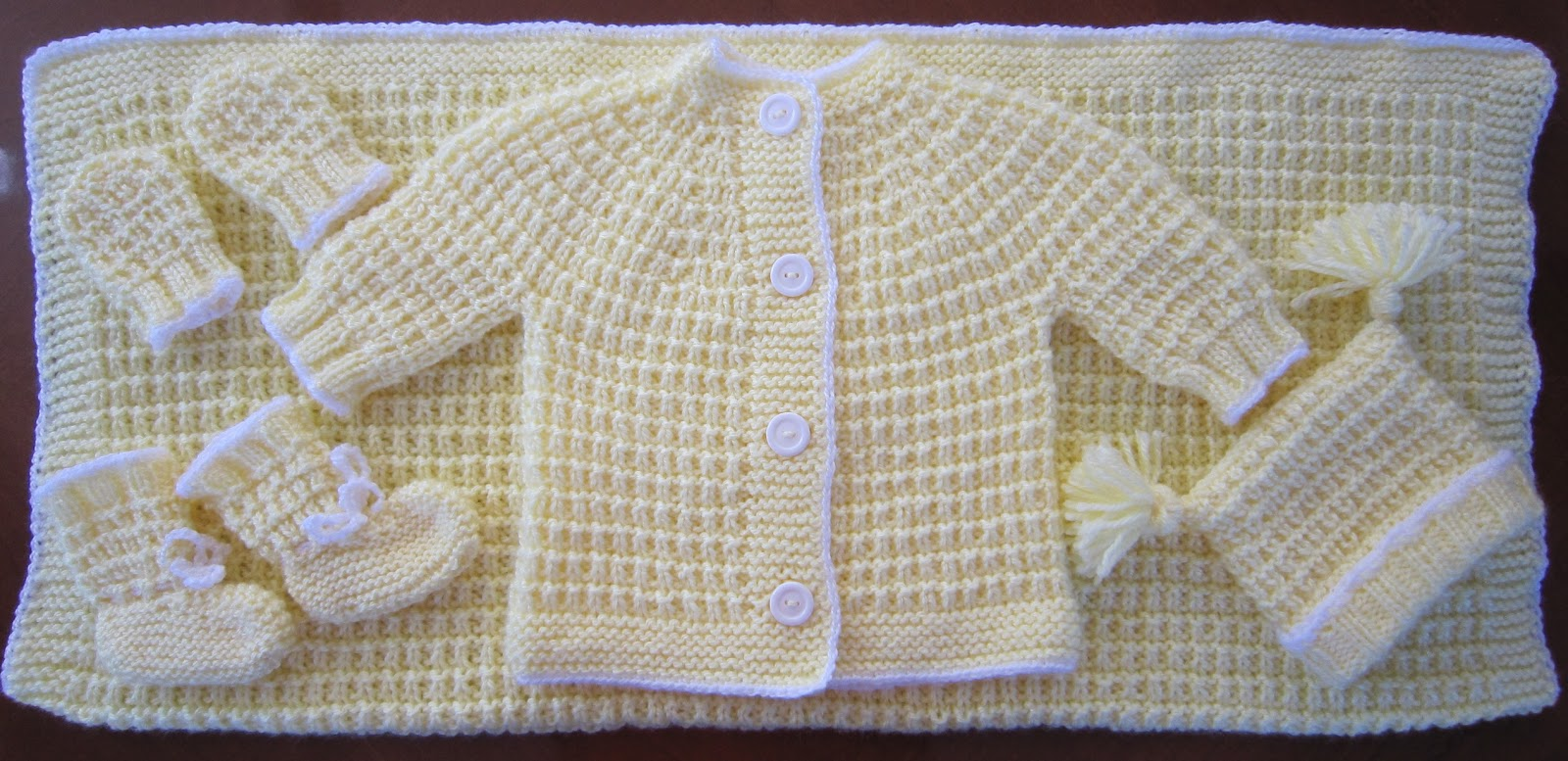 Vistoso Free Knitting Patterns For Baby Sweater Sets Inspiración ...