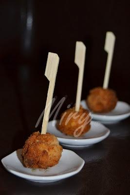 http://mirella-cucinaealtrepassioni.blogspot.it/2013/07/polpettine-finger-food-tira-su-il-morale.html