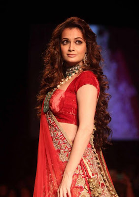 Dia Mirza walks on ramp for Shyamal and Bhumika at the LFW W/F 2013