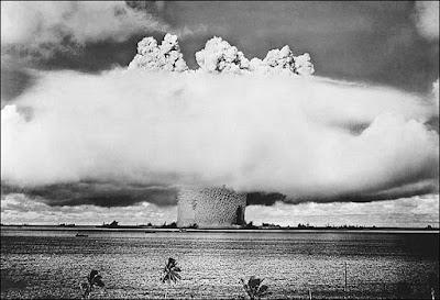¿Es lo mismo una bomba atómica que una bomba nuclear?