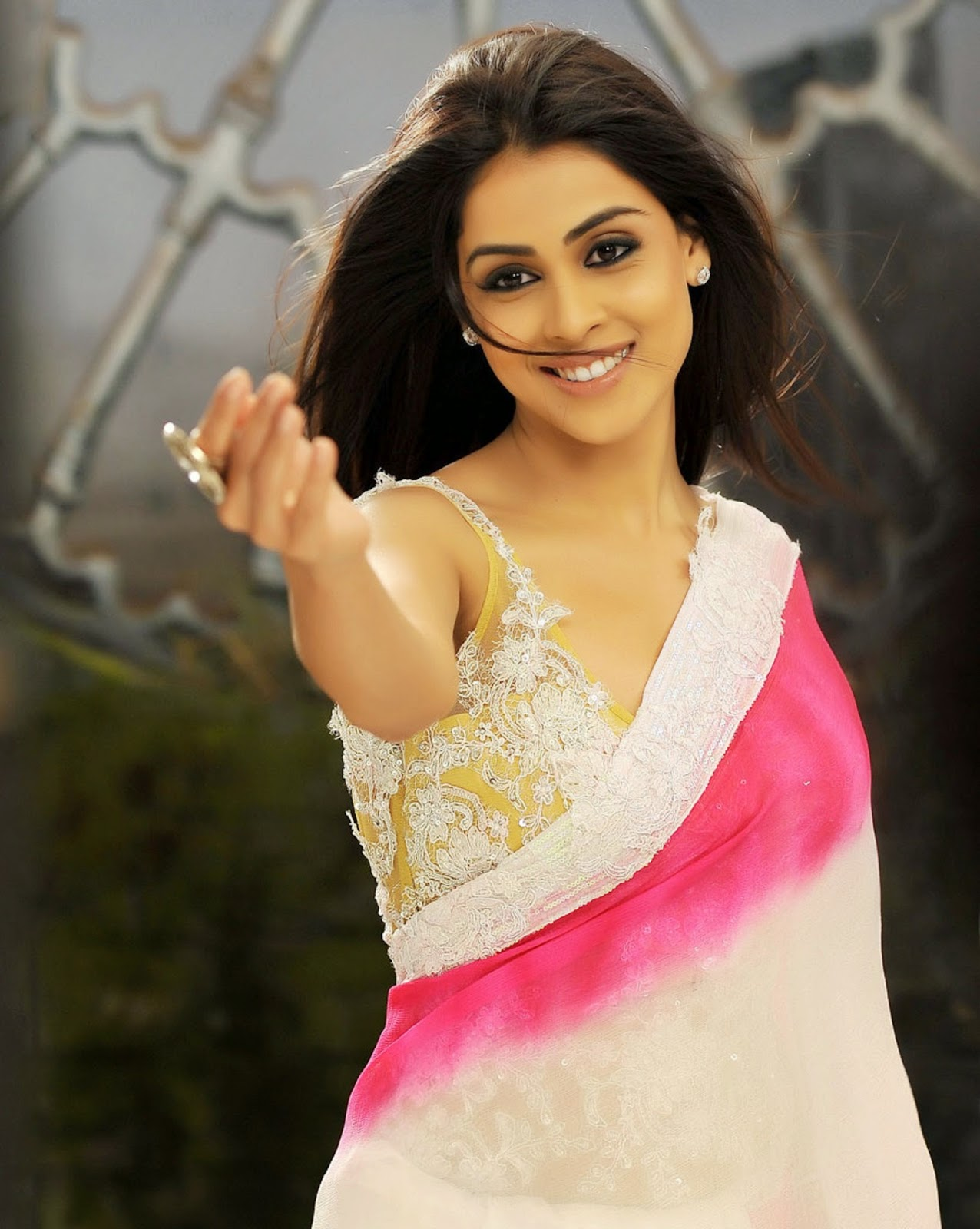 very smart genelia d'souza wallpapers free download - free all hd