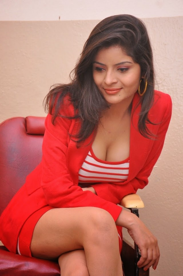 vandana vashist hot spicy cleavage pics