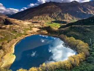 Srce kao prirodno čudo  Jezero-u-obliku-srca-download-besplatne-ljubavne-pozadine-za-desktop-1024-x-768-slike-kompjuteri-prirodne-ljepote