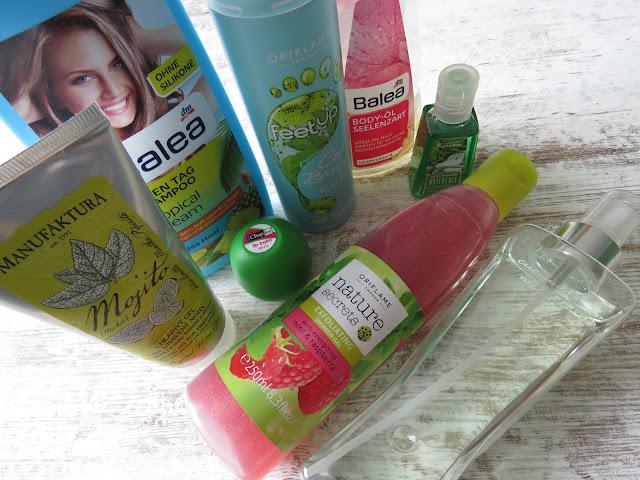 MANUFAKTURA chladivý gél na nohy, BALEA šampón Tropical Dream, REVO balzam na pery melón, ORIFLAME peelingový sprchový gél s mätou a malinami, ORIFLAME sprej na chodidlá s mätou a kiwi, BALEA telový olej, BATH&BODY WORKS Lush Bamboo Waterfall dezinfekcia, BATH&BODY WORKS uhorka - melón telový sprej