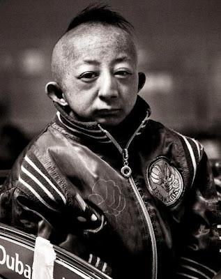 Foto de He Pingping en grises