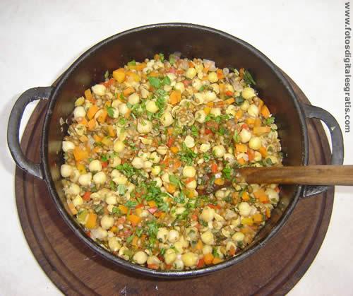 Recetas cocina naturista guiso de garbanzos y trigo integral for Cocinar trigo