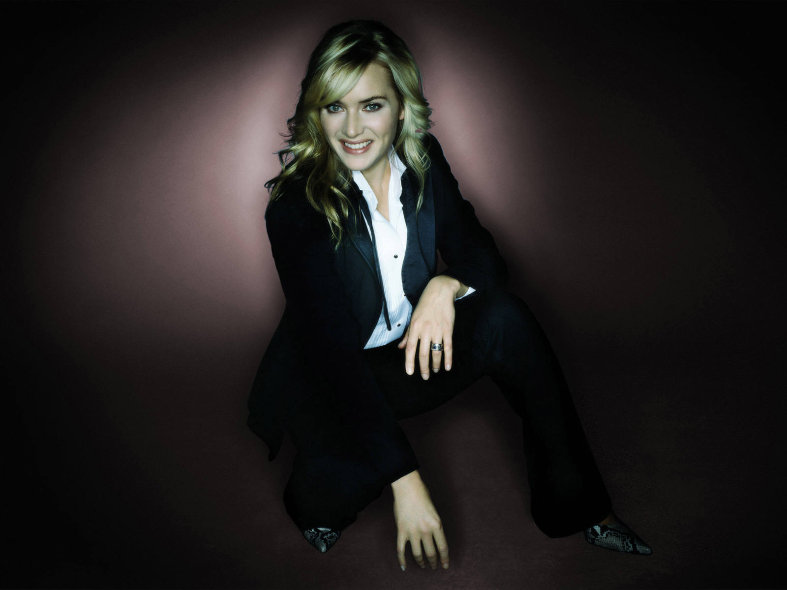 http://1.bp.blogspot.com/-fZuZomhReMo/Tx2jrsrphAI/AAAAAAAAASI/DhCZ0HwMDyU/s1600/The-best-top-hd-desktop-kate-winslet-wallpaper-kate-winslet-wallpapers-7.jpg