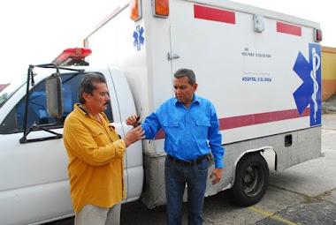 Gobernador Ramón Guevara entregó otra ambulancia al Hospital II El Vigía