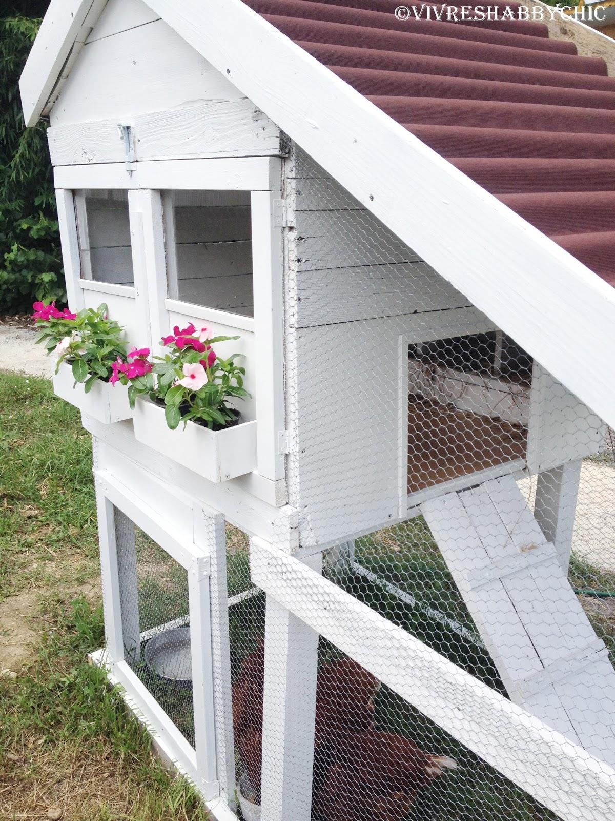 Vivre shabby chic un pollaio handmade piccolo semplice for Come costruire un piccolo cottage