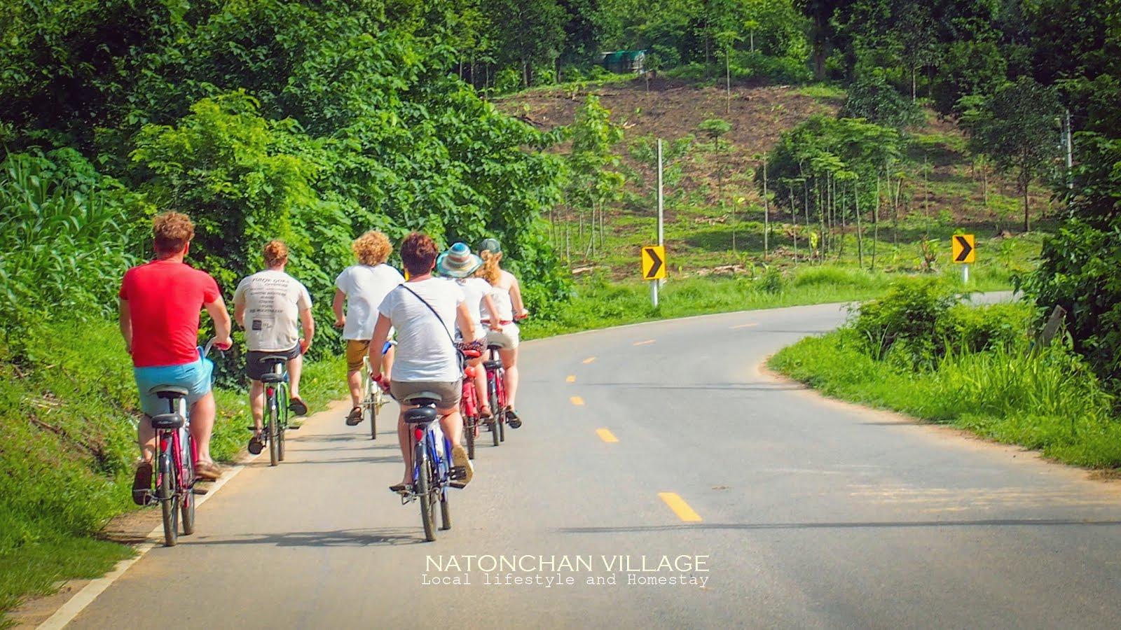ปั่นจักรยานรอบๆหมู่บ้าน