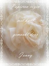 Papieren rozen met kant