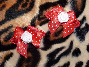 red polka dot white rose mini haircandy
