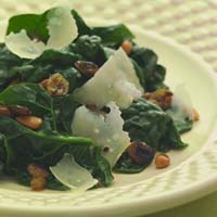 Weight Loss Recipes : Spinach with Golden Raisins and Pine Nuts