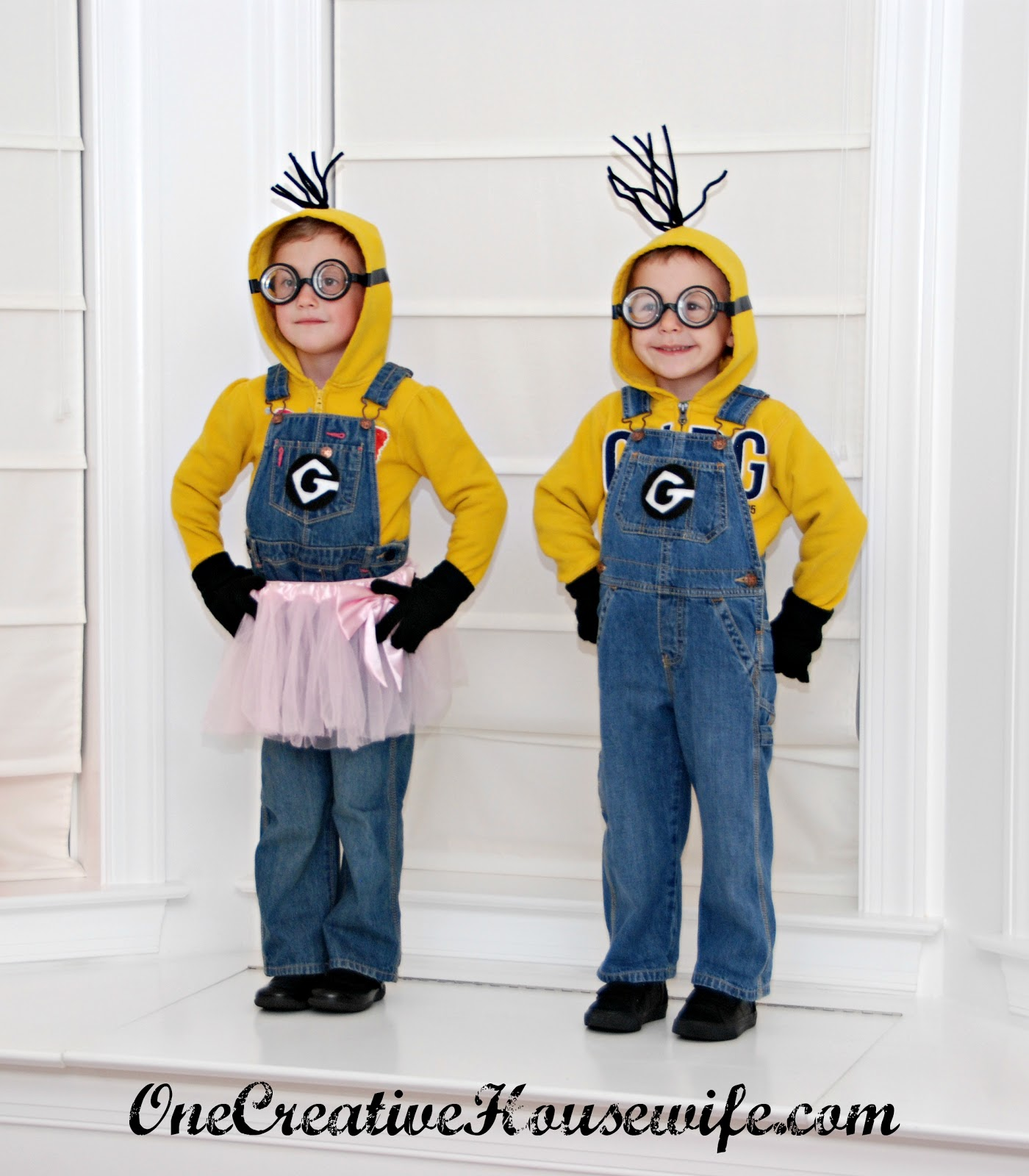 one creative housewife despicable me minion costumes tutorial. Black Bedroom Furniture Sets. Home Design Ideas