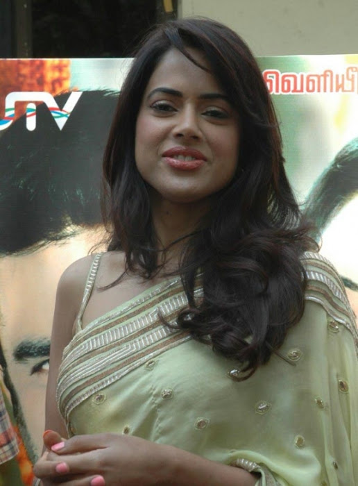 sameera reddy saree in vettai movie audio release latest photos