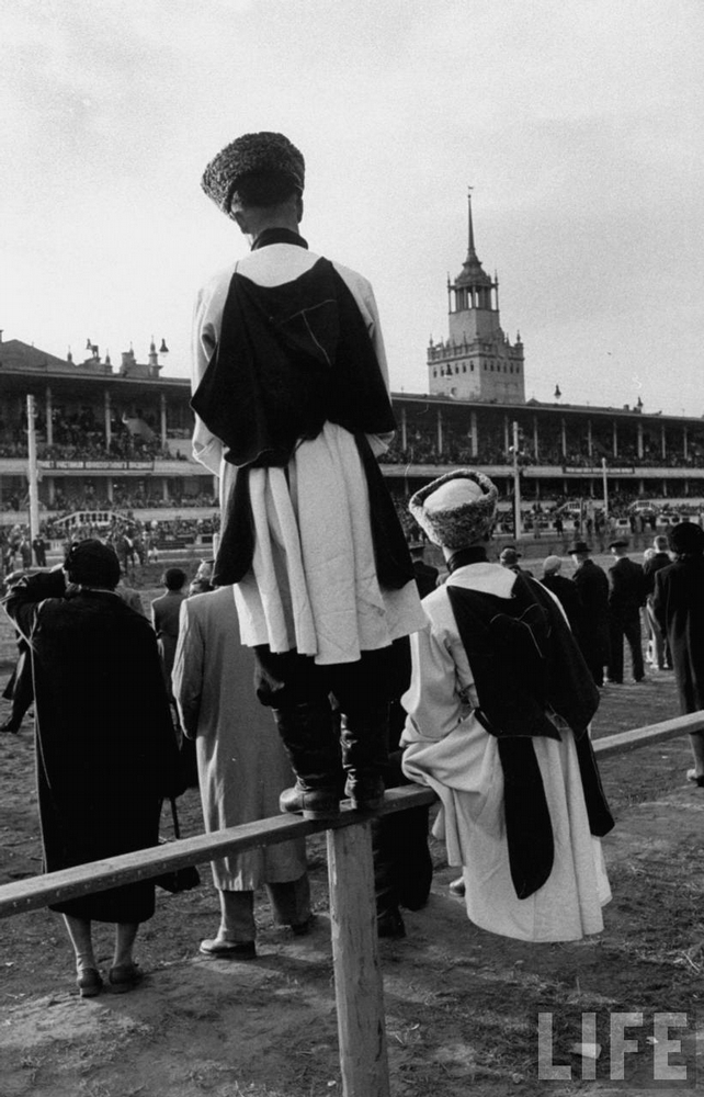 A Day At The Races In Russia 1940s Vintage Everyday